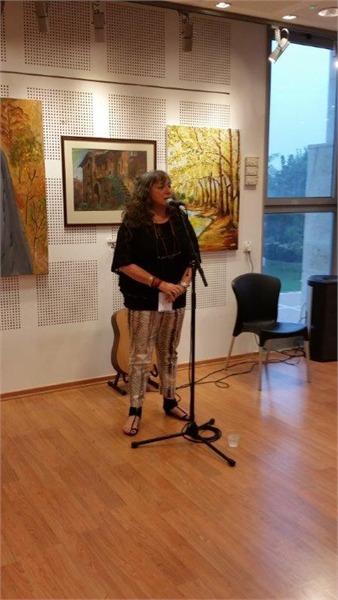 מירי זיו בדברי פתיחה בתערוכה