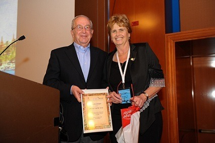 Professor Eliezer Robinson receives Award of Appreciation