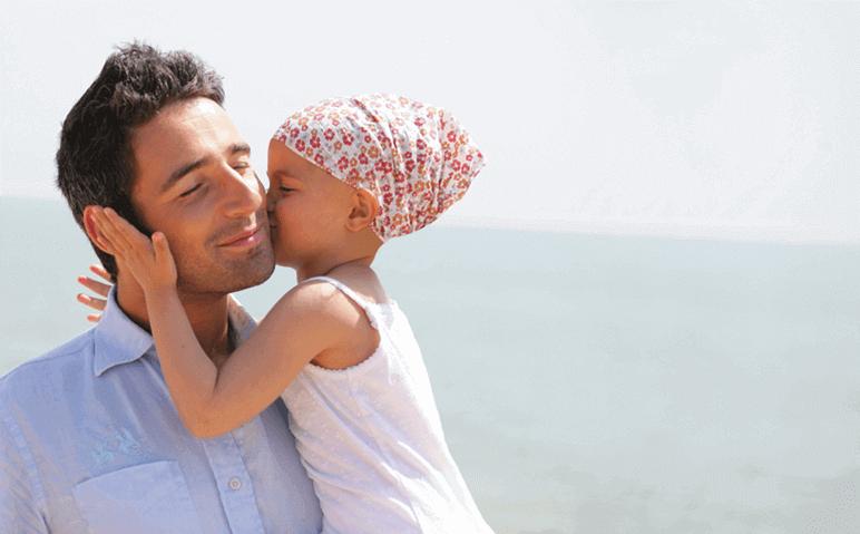 ילד חולה סרטן עם אבא שלו